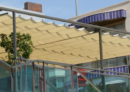 Toldos modernos guadalajara for Toldos retractiles para terrazas